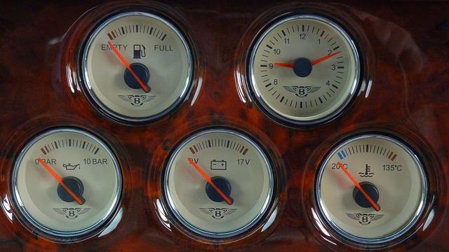 Okamžitý stav baterie nám hlásí palubní deska vozidla.